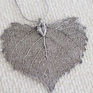 "Silver-Tone Filigree Leaf Neckace with 18"" Chain"